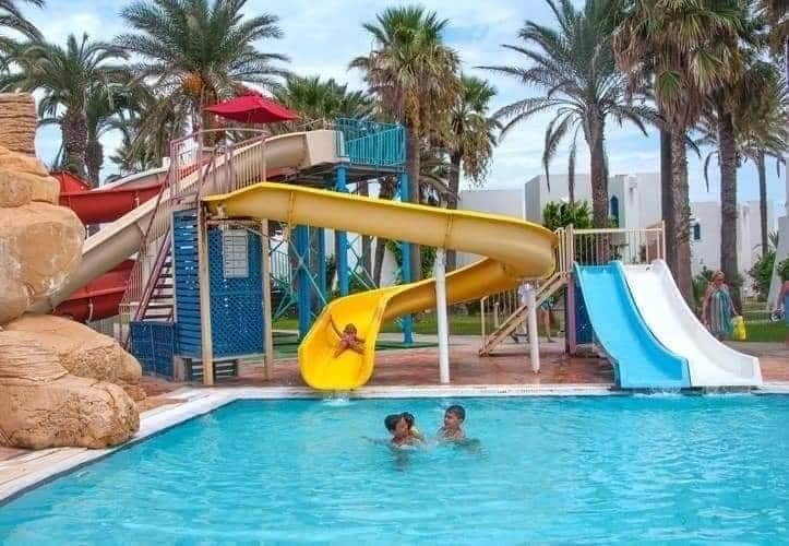 ⏰#VENTE #FLASH été 2020 ☀🍉⛱️🏫 HOTEL RUSPINA MONASTIR ⭐⭐⭐⭐ ( hôtel #pieds #dans l'#eau avec #toboggans ) à partir de 65 DT💰 en ALLINCLUSIVE SOFT 🍹🍉 ( 3 repas et #boissons #illimités par jour 🍉 ) & vos enfants -6 ANS 🚺 #GRATUITS 😮 transport ass
